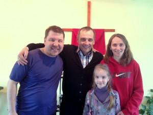 Епископ Леонид Вороненко с пастором Олегом Ждановым, его семьей