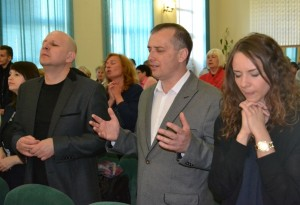 Слева направо: старший пастор Дмитрий Зеленский, епископ Леонид Вороненко, Эстэра Вороненко