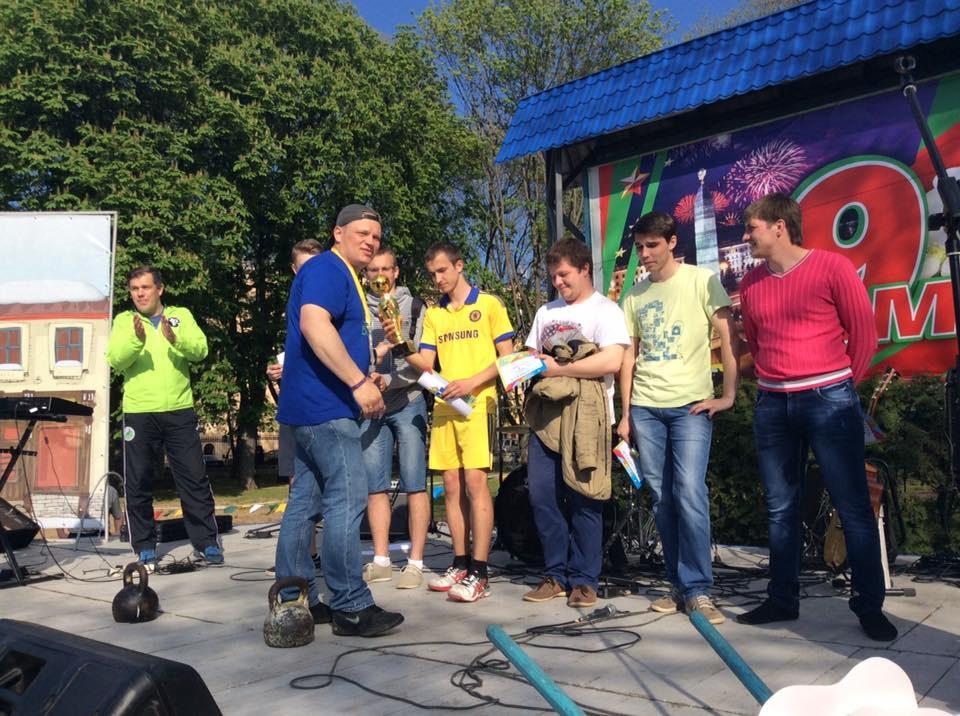 21.Отдельное место в парке Горького было выделено для проведения командных игр. Для команд были предусмотрены специальные дипломы и кубки.
